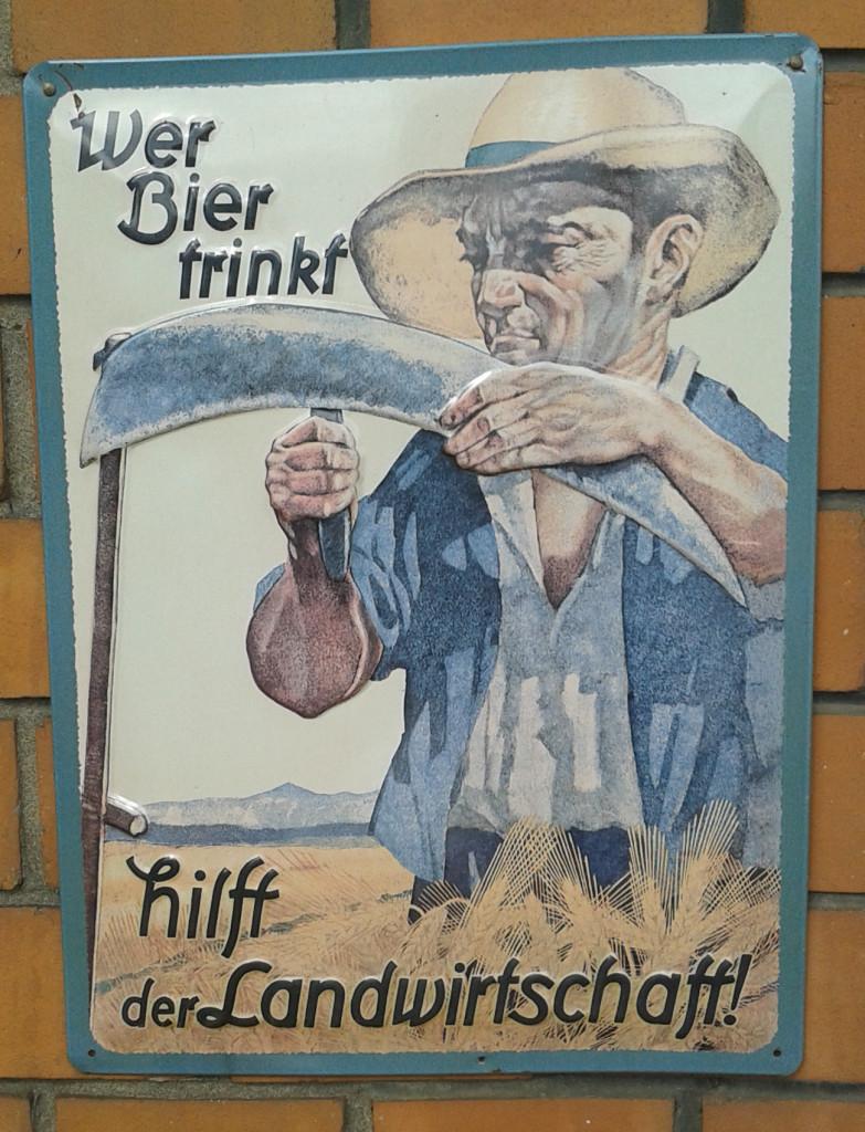 Blechschild: Wer Bier trinkt, hilft der Landwirtschaft!
